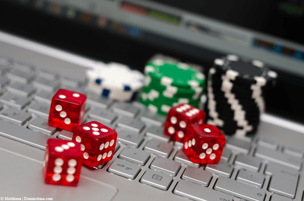 The Distinction In Between Online Poker and Actual Poker